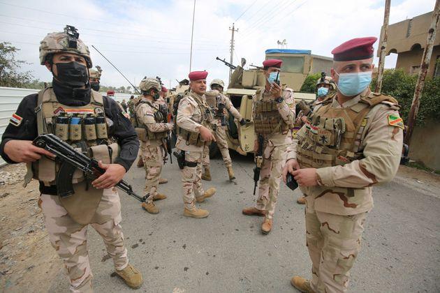 Στρατιώτες στην