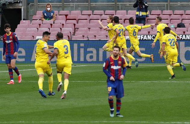 Los jugadores del Cádiz celebran el empate ante el