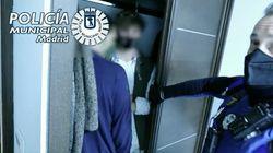 Escondidos debajo de las camas y en los armarios: indignación por una fiesta ilegal en