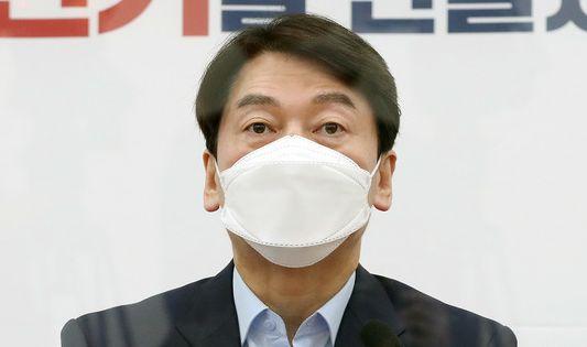 안철수 국민의당 대표가 22일 오전 서울 여의도 국회에서 열린 최고위원회의에서 모두발언을 하고 있다.