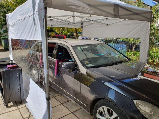 Οδηγοί ταξί στη Θεσσαλονίκη μεταφέρουν δωρεάν πολίτες στο εμβολιαστικό κέντρο της