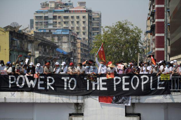 La Giunta militare ai manifestanti in Myanmar |   Rischiate di morire