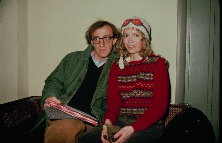 El director Woody Allen y la actriz Mia Farrow en 1990.