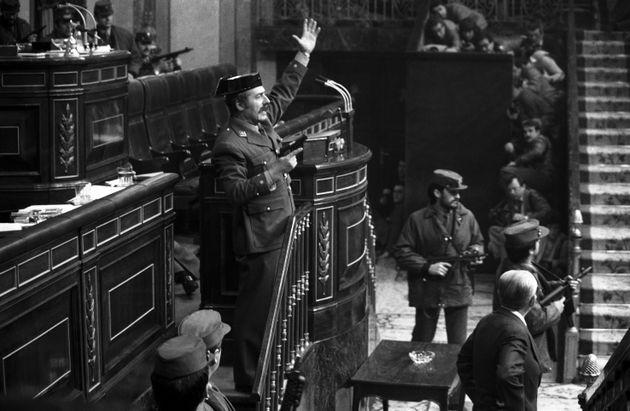Imagen de Tejero en la tribuna de oradores del Congreso durante el