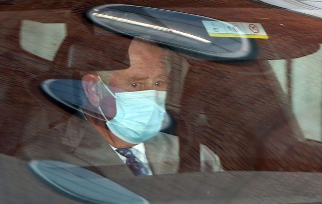 Il principe Carlo fuori dall'ospedale King Edward