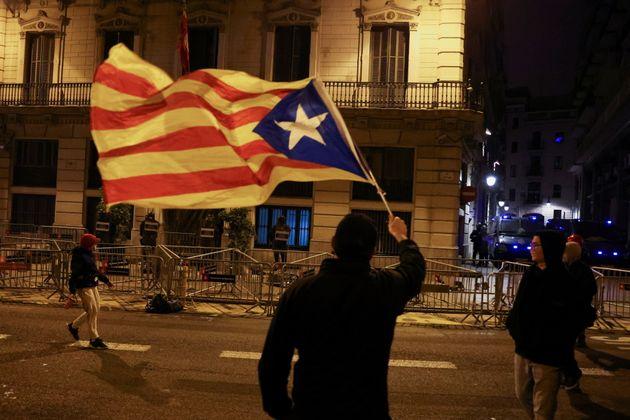 Rabbia per la Catalogna mai nata, Pablo Hasél ha solo aperto il vaso di