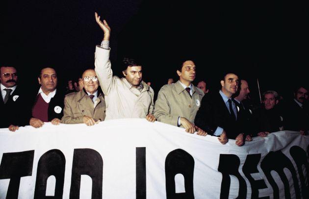 Políticos demócratas en la manifestación contra el golpe de Estado tras el