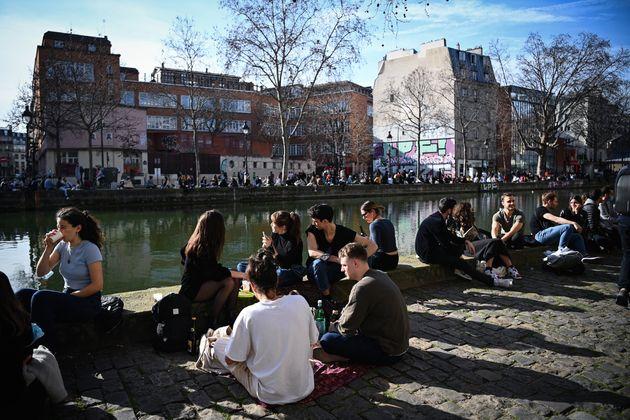 Dimanche 21 février, profitant d'un temps particulièrement clément, de nombreux Parisiens se sont retrouvés...