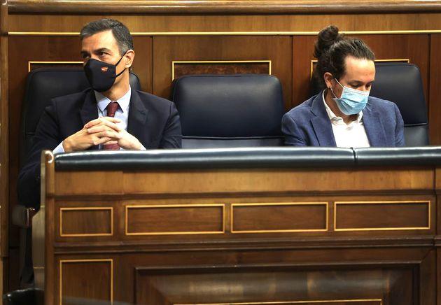 Pedro Sánchez (izq) y Pablo Iglesias en el Congreso, en una imagen de