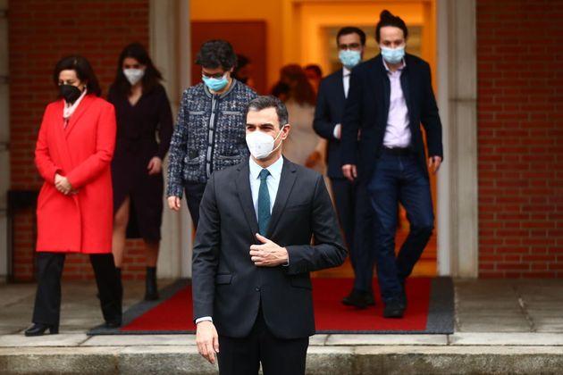 Pedro Sánchez posa junto a sus ministros en Moncloa, el pasado 2 de febrero, tras la remodelación de...