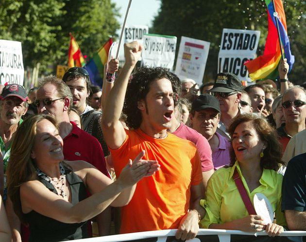 Trinidad Jiménez, Pedro Zerolo y Carmen Calvo en la manifestación del Orgullo LGTBI 2005 en