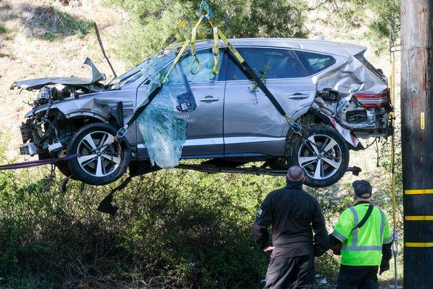 미국의 골프 황제 타이거 우즈가 차량 전복 사고를
