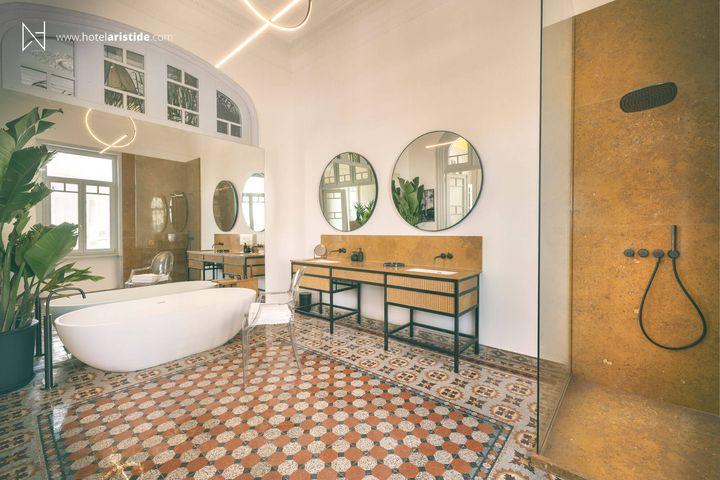 Ενα από τα μπάνια του ξενοδοχείου Aristide.