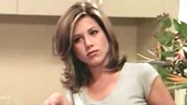 Fans Are Just Noticing Jennifer Aniston's 'Hard To Unsee' Habit On 'Friends'.jpg