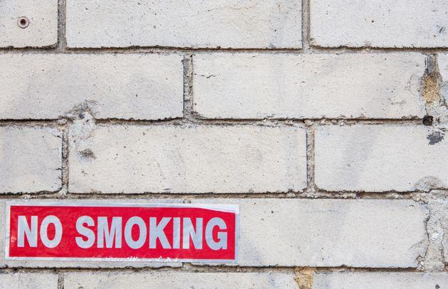 Ένας στους δύο νέους 16 έως 24 ετών δεν αγγίζουν το τσιγάρο -Μείωση των καπνιστών στην