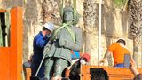 The last statue of former Spanish dictator Francisco Franco was removed on Tuesday from the city gates of Melilla.
