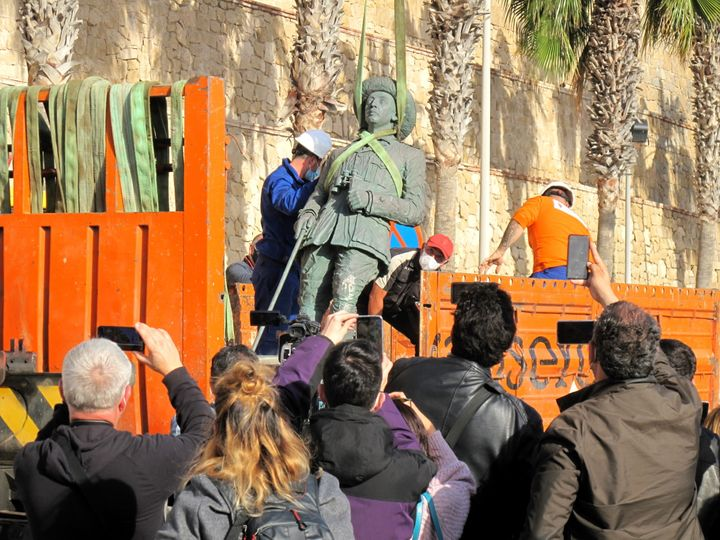 The laststatueof former Spanish dictator FranciscoFrancowas removed on Tuesday from the city gates of