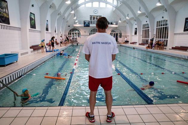Un cour de piscine dans le 13e arrondissement de Paris en juin