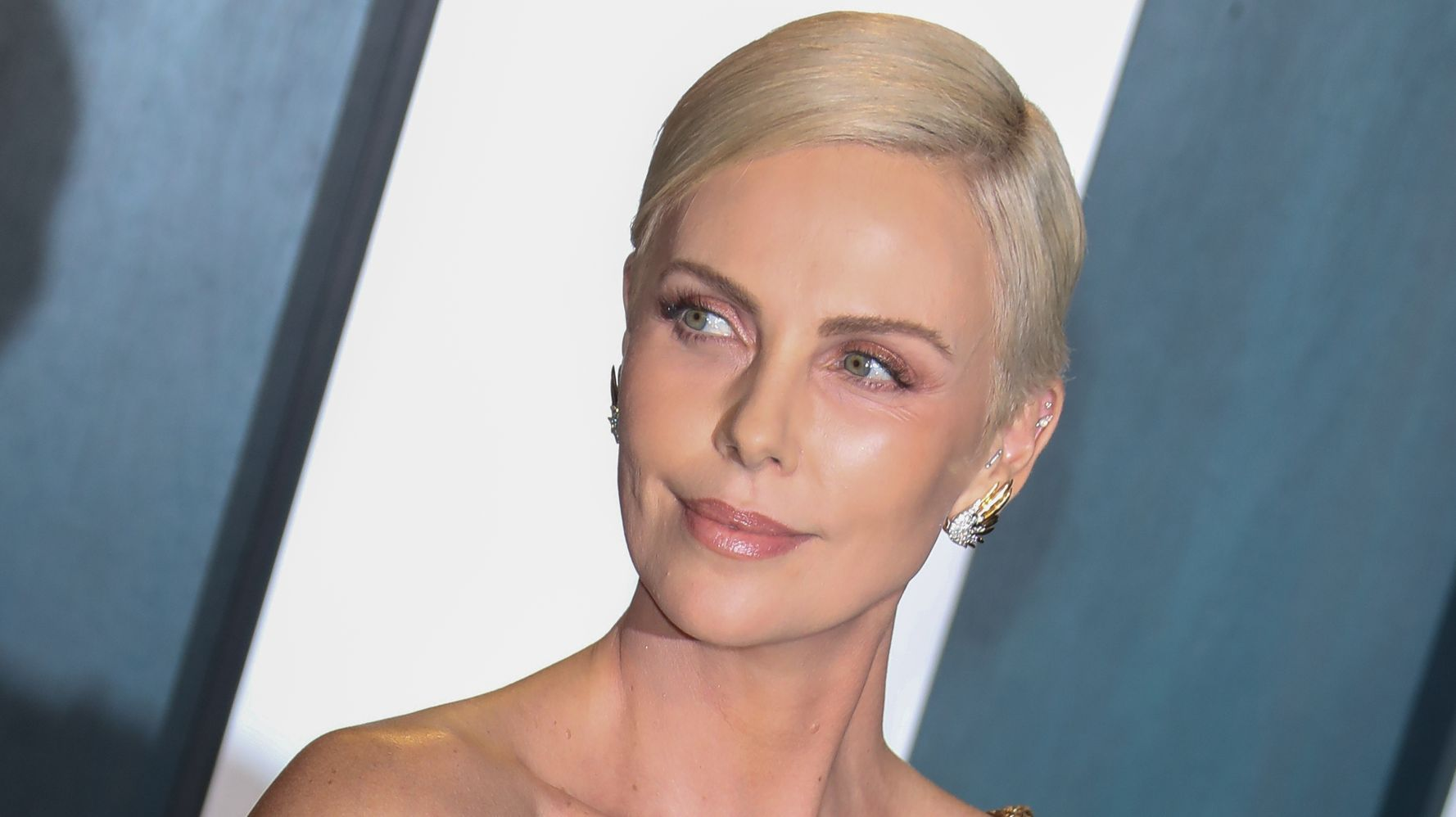 www.huffpost.com: Charlize Theron Is Down To Star In Lesbian 'Die Hard' Reboot: 'Sign Me On'