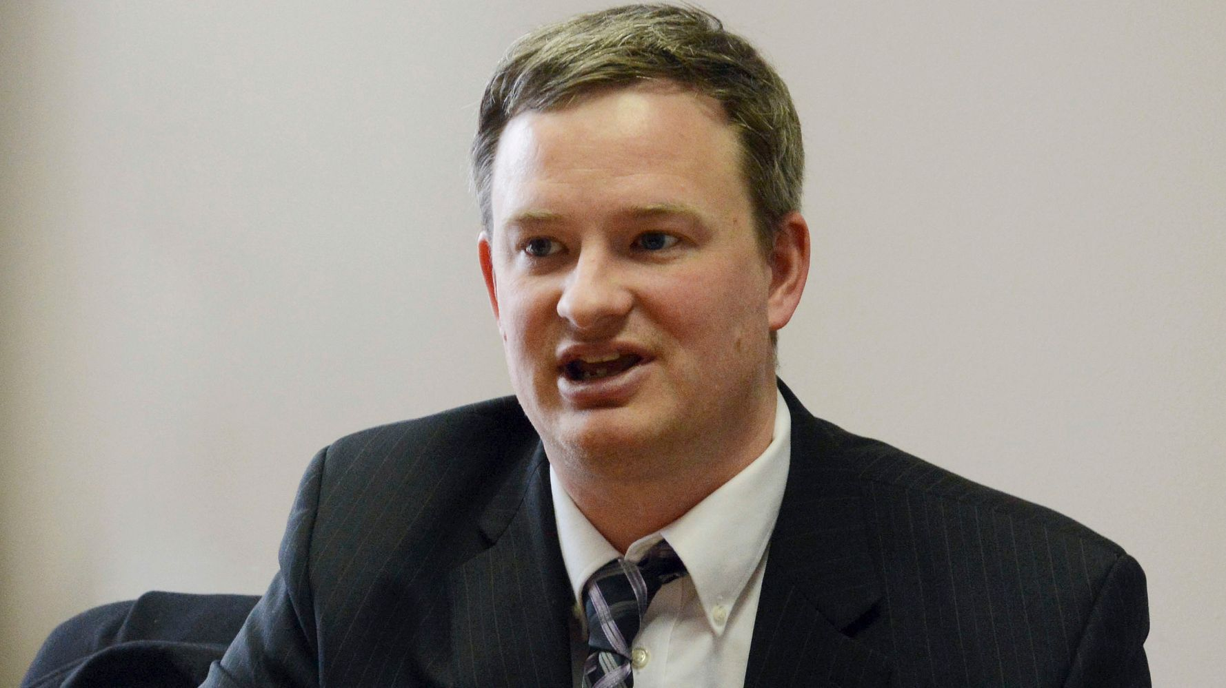 www.huffpost.com: Police Grill South Dakota AG About Not Noticing He Struck A Man With Car