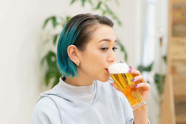 """お酒好きSHELLYと語る""""微アル""""の可能性。飲む人も飲まない人もスマートに楽しむことができる未来とは?"""