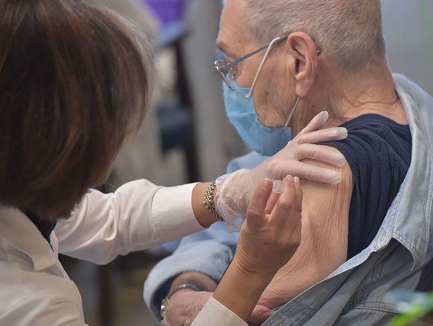 Pfizer: Αποτελεσματικότητα 94% του εμβολίου στον «πραγματικό