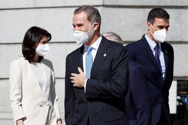 El rey Felipe VI, el presidente del Gobierno, Pedro Sánchez, y la presidenta del Senado, Pilar Llop,...