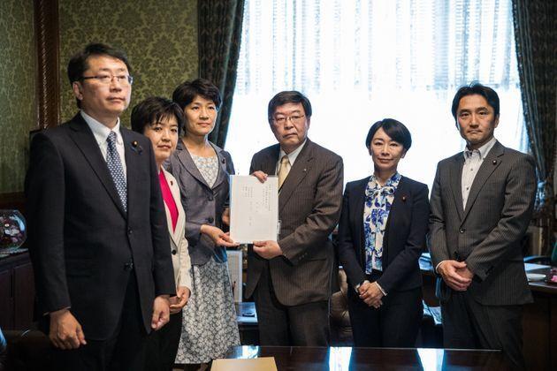 日本初の同性婚を認める法案は、立憲民主党、共産党、社民党の議員らで衆議院に提出された(2019年6月3日)