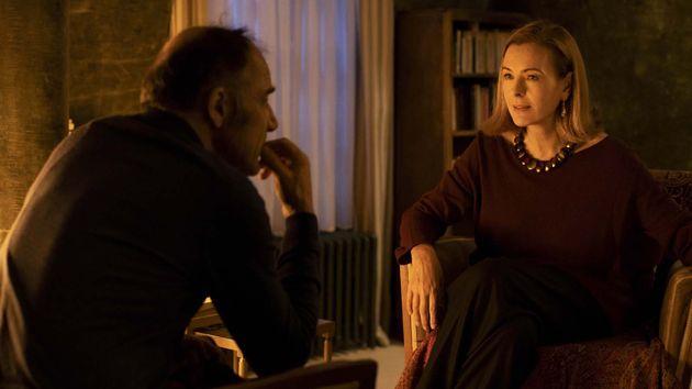 Frédéric Pierrot et Carole Bouquet dans la série