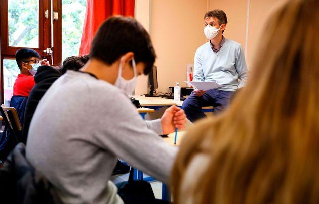 Un enseignant du collège La Grange Aux Belles à Paris, au moment de la rentrée des classes et de l'hommage...