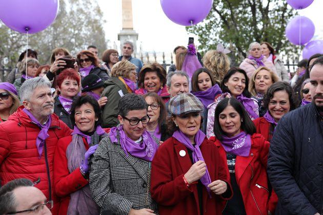 Varios ministros del Gobierno, entre ellos Carmen Calvo, en la manifestación del 8M de