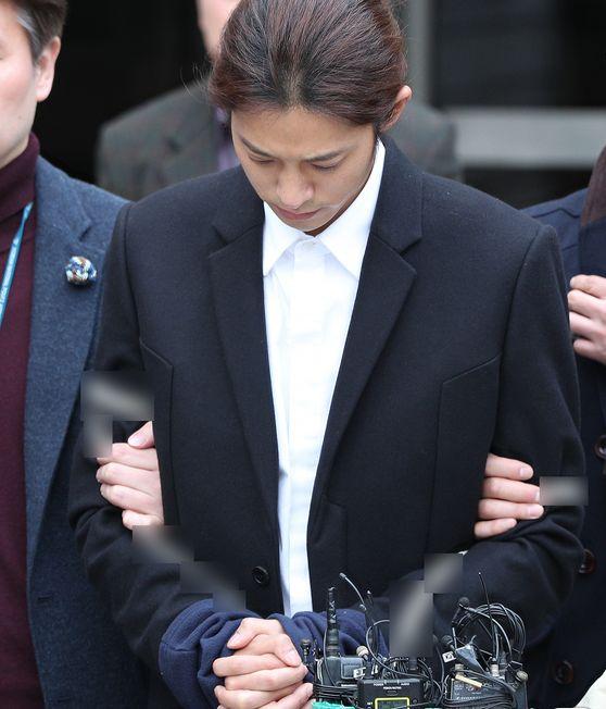 2019년 3월 21일 오후 서울 서초구 서울중앙지방법원에서 열린 구속 전 피의자심문을 마친 후 법정을 나서는
