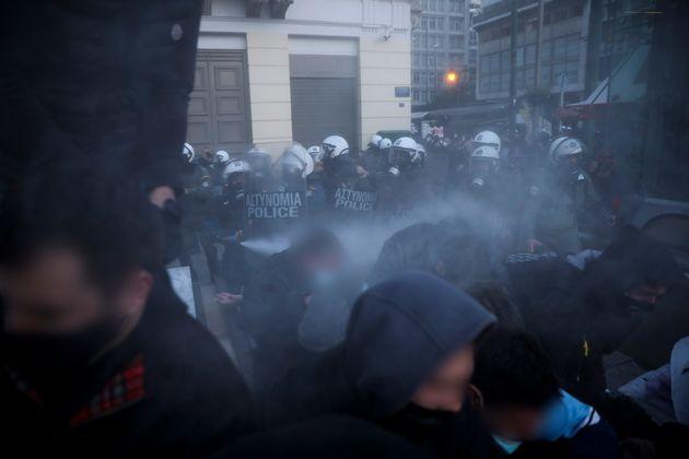 Ενταση στην Αθήνα σε πορεία για τον Κουφοντίνα - Καταγγελίες για αστυνομική