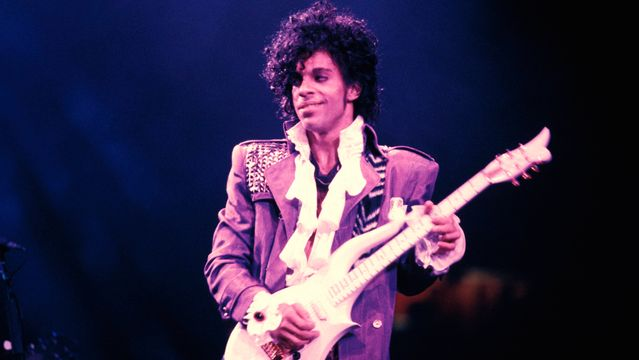 Eddie Murphy Hilariously Recounts 'Absolutely Accurate' Prince Basketball Story.jpg