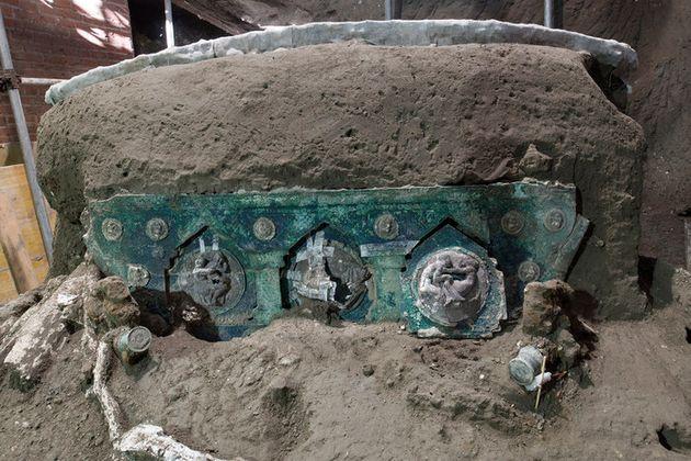 Un carro nuziale, ecco l'ultima scoperta a Pompei: era sfuggito ai tombaroli