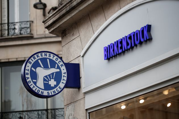 Les sandales allemandes Birkenstock vont passer sous le pavillon du géant français du luxe LVMH (photo...