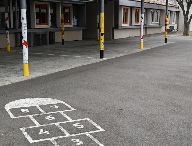 À Chambourcy, dans les Yvelines, les établissements scolaires de la crèche au collège resteront fermés...