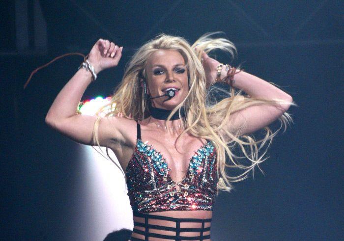 Britney Spears actúa en un concierto en San José (California).