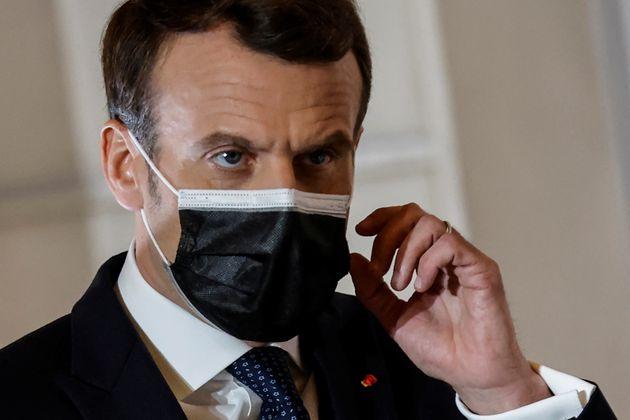 Emmanuel Macron, ici photographié le 25 février lors d'une conférence de presse à Paris, se rendra lundi...