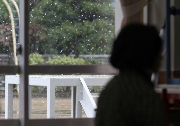 東日本大震災・被災地に舞う雪(宮城県仙台市)撮影日:2011年3月16日