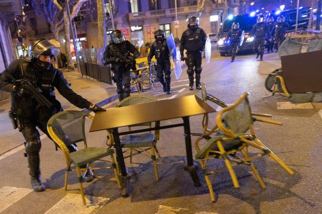 Spagna: sei italiani tra gli arrestati per gli scontri di
