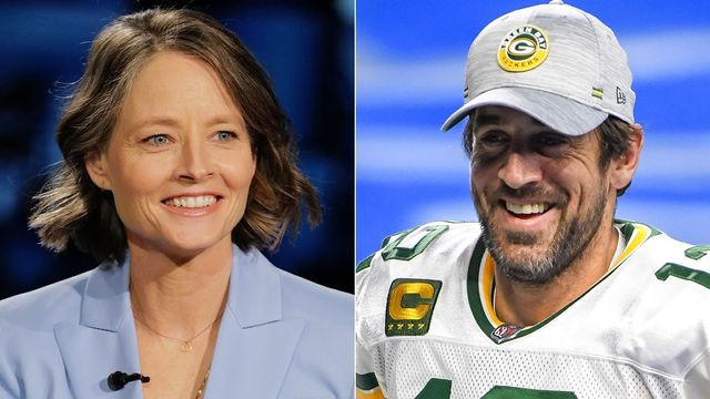 Jodie Foster's Love Fest With Aaron Rodgers Continues With Golden Globes Shoutout.jpg