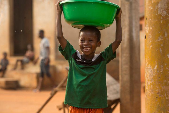 Moustapha Oumarou en un fotograma de 'Adú'.
