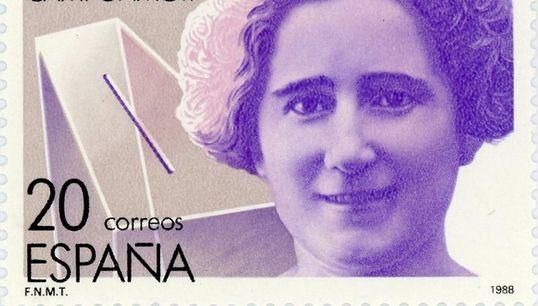 Clara Campoamor, una de las primeras empleadas de una empresa que hoy lidera la