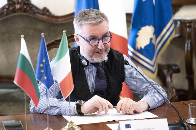 Il ministro della Difesa, Lorenzo Guerini, durante il colloquio in videoconferenza con il vice primo...