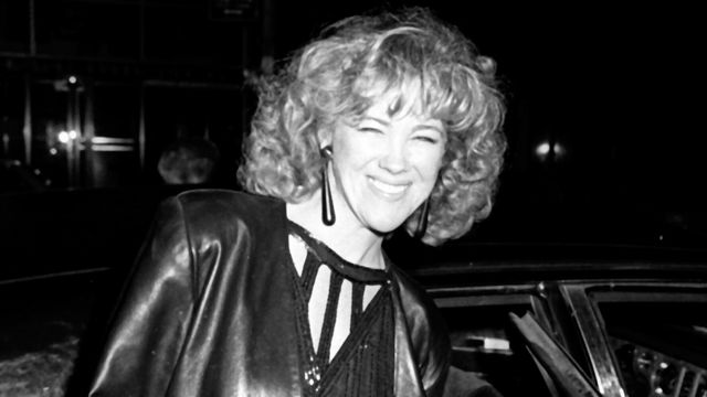 30 Photos Of Catherine O'Hara's Style Evolution, From '80s Bébé To The Present.jpg