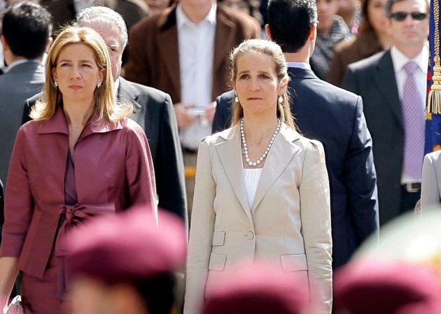 Les infantes Elena et Cristina, filles de l'ex-roi d'Espagne Juan Carlos, ont provoqué la polémique en...