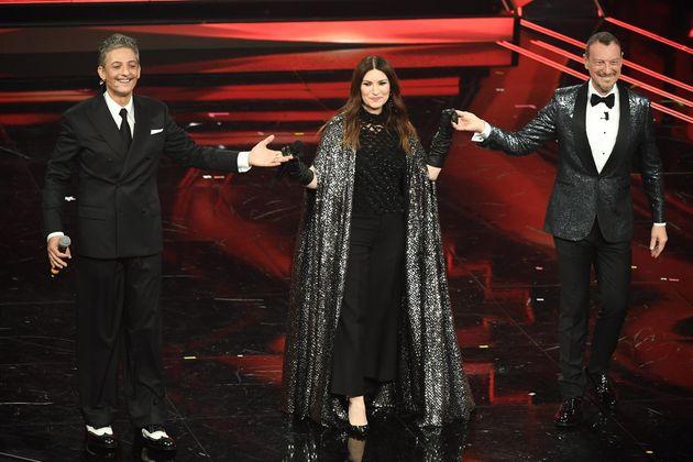 Laura Pausini e Ennio Morricone illuminano Sanremo  Ma non bastano a far decollare lo show di L  Varlese