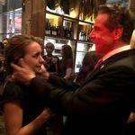 これは多くの女性が経験してきた恐怖。3人目の女性が写真でクオモNY知事のセクハラを告発