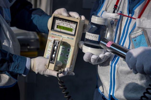 """Fukushima, 10 anni dopo. Greenpeace: """"ancora contaminato 85% dell'area, piano fallito"""""""
